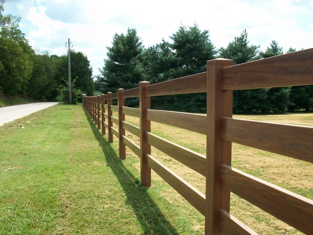 Американский забор из дерева фото